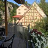 Fewo grün Balkon